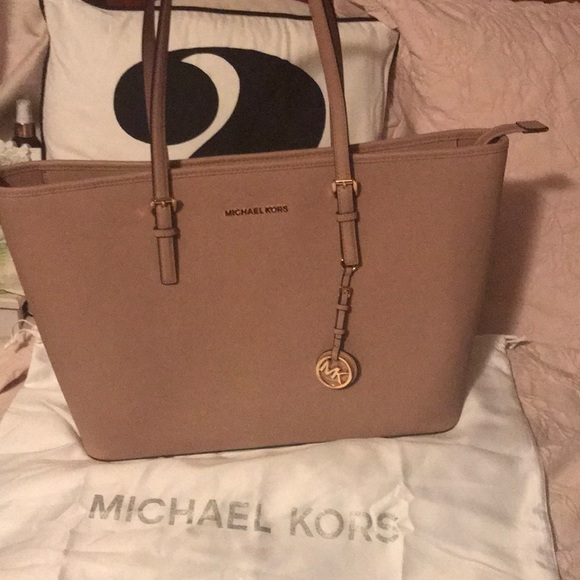 5c61dc0d3fda Michael Kors Fawn Jet Set Travel Tote